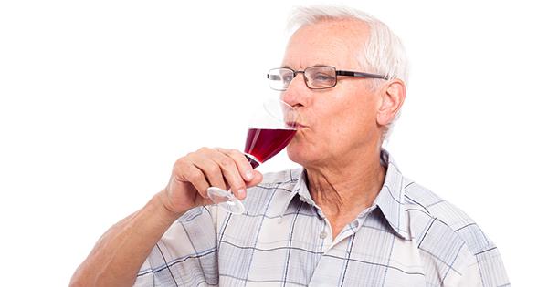 beber-alcohol-adultos-mayores