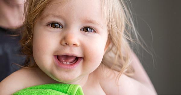 primeros-dientes-bebé