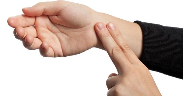 tomar-pulso-evita-embolia